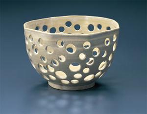 白釉円孔透鉢